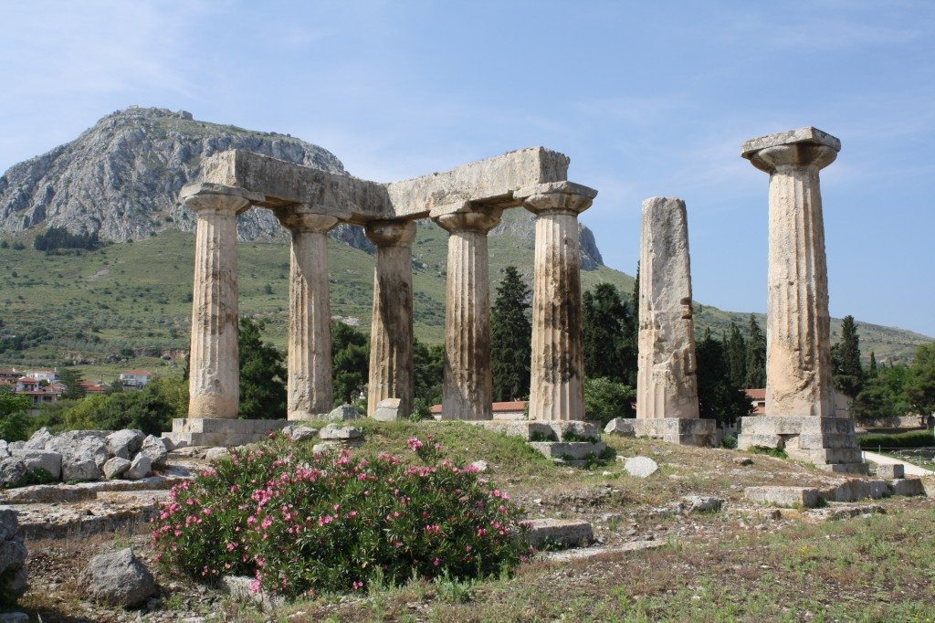 The remains of the archaic temple of Apollo, Corinth (550-530 BCE). Originally, there were 6x15 Doric monolithic columns.