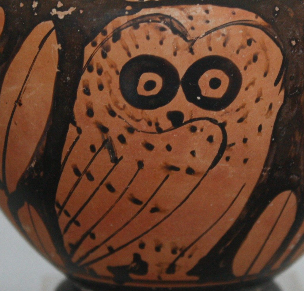 A cup depicting an owl in the red-figure style. Attributed to the Marlay painter, third quarter 5th century BCE. Archaeological Museum of Mykono.)