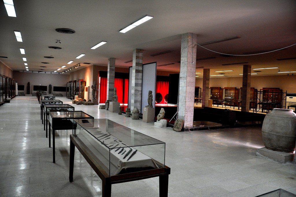 The two main and large halls of the Sulaimaniya Museum. The halls are connected by a small square lecture hall.