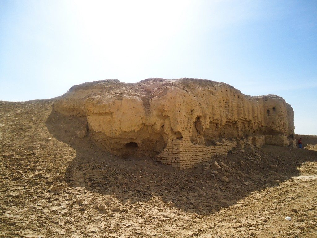 The ruins of the ziggurat blend with the rest of the mound.