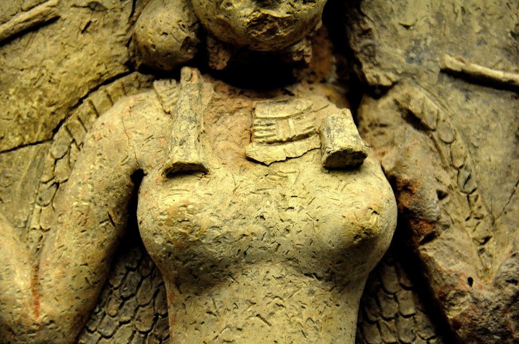 Note the curvy shoulders, necklace, hair braids, the breasts. There are no nipples but both areolae were highlighted in a dark pigment.