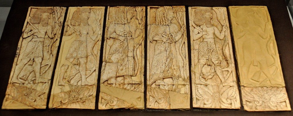 This ivory plaque depicts six Assyrian worshippers in procession in six vertical rectangles. Note the details of their dresses. The men are bare-chested and wear kilts while the women wear a full dress. Both wear an impressive belt. Four men and two women stand on what appears to be the Symbol of God Assure. The plaque was part of furniture inlay. Neo-Assyrian period, 9th-7th centuries BCE. From Nimrud, Mesopotamia, Iraq. (The Sulaimaniya Museum, Iraq).