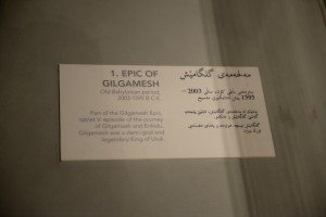 """The description of the newly discovered tablet V of the epic of Gilgamesh in English and Kurdish languages next to its displaying case. Note that the description is """"superficial and brief"""" and does not reflect the importance of this discovery!"""
