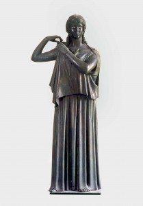 Woman fastening her peplos (Peplophoros). Bronze. Found in the Villa dei Papyri, Herculaneum. MANN 5619. ©The Superintendence for the Archaeological Heritage of Naples (SAHN).