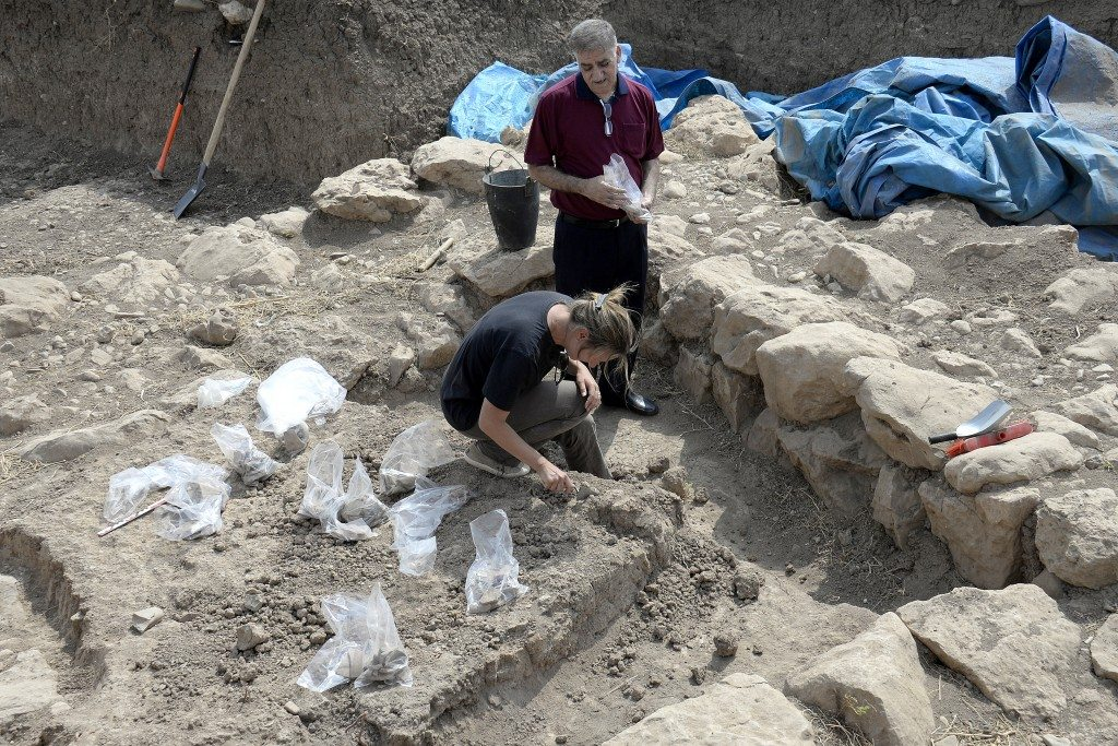 Aline Tenu (of the ...) excavates this room and Kamal Rashid (director of the Directorate General of antiquities in Sulaymaniayh stands besides her. Note that many artificats have been unearthen and have been put isdie plastc bags. Photo © Osama S. M. Amin.