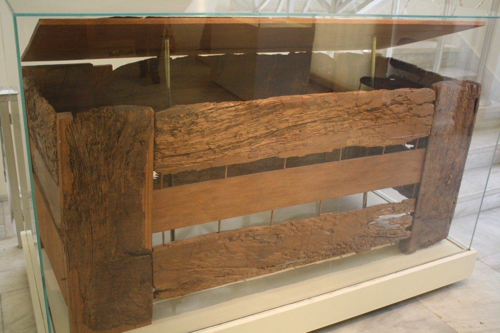 A 4th century wooden coffin from Aigaleo
