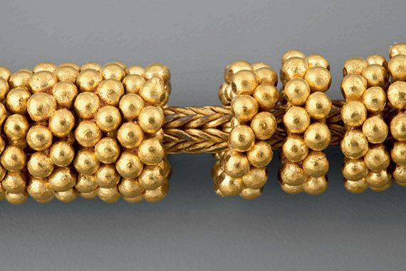 Detail of a neck ornament. Ayala Museum, 81.5171. Photography by Neal Oshima; Image courtesy of Ayala Museum.