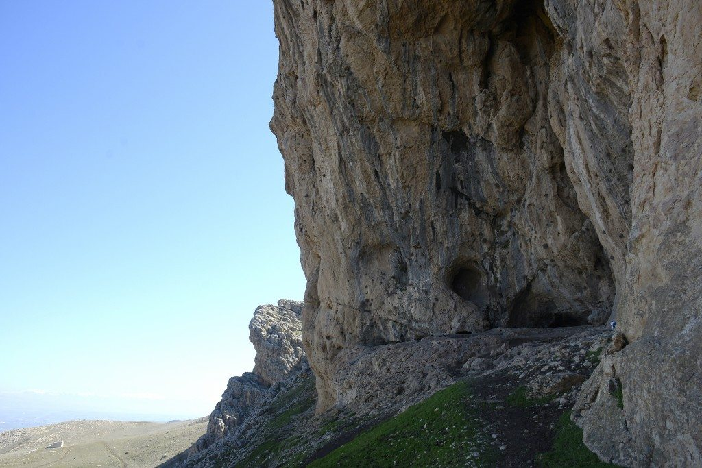 The mouth of the largest cave at the Hazar Merd caves. The other cave, Ashkawti Tarik or Dark Cave, lies immediately behind me. Photo © Osama S. M. Amin.