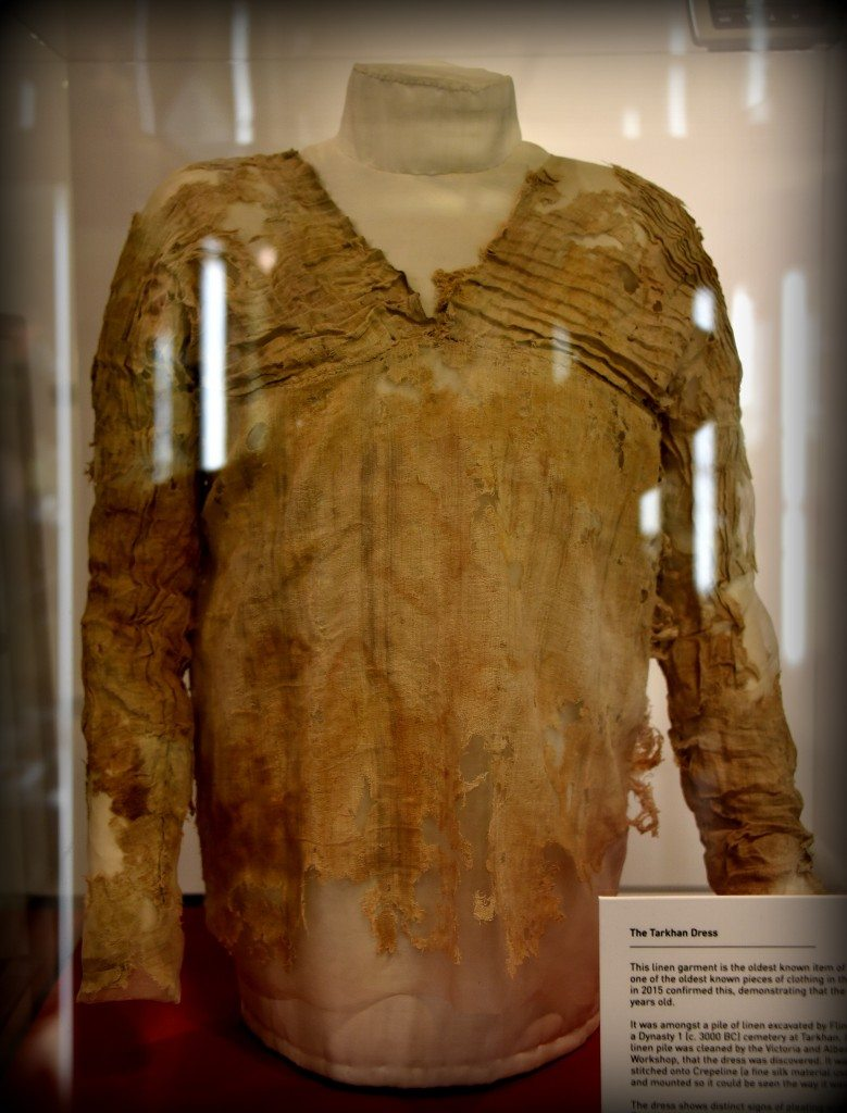 And last but not least, the Tarkhan dress; this is one of the top 10 masterpieces of the museum. I tried to shoot it from different anglers, but I failed to get rid of these light reflections! But, I have to include this object here, as it is one of the oldest garments from Egypt on display in the world. The dress might belong to a young teenage or a slim woman. Petrie found it inside Mastaba 2050 at Tarkhan, Egypt in 1913 and dated it back to the 1st Dynasty, circa 2800 BCE. The dress was put in the tomb in an inside-out way. With thanks to the Petrie Museum of Egyptian Archaeology. Photo © Osama S. M. Amin.