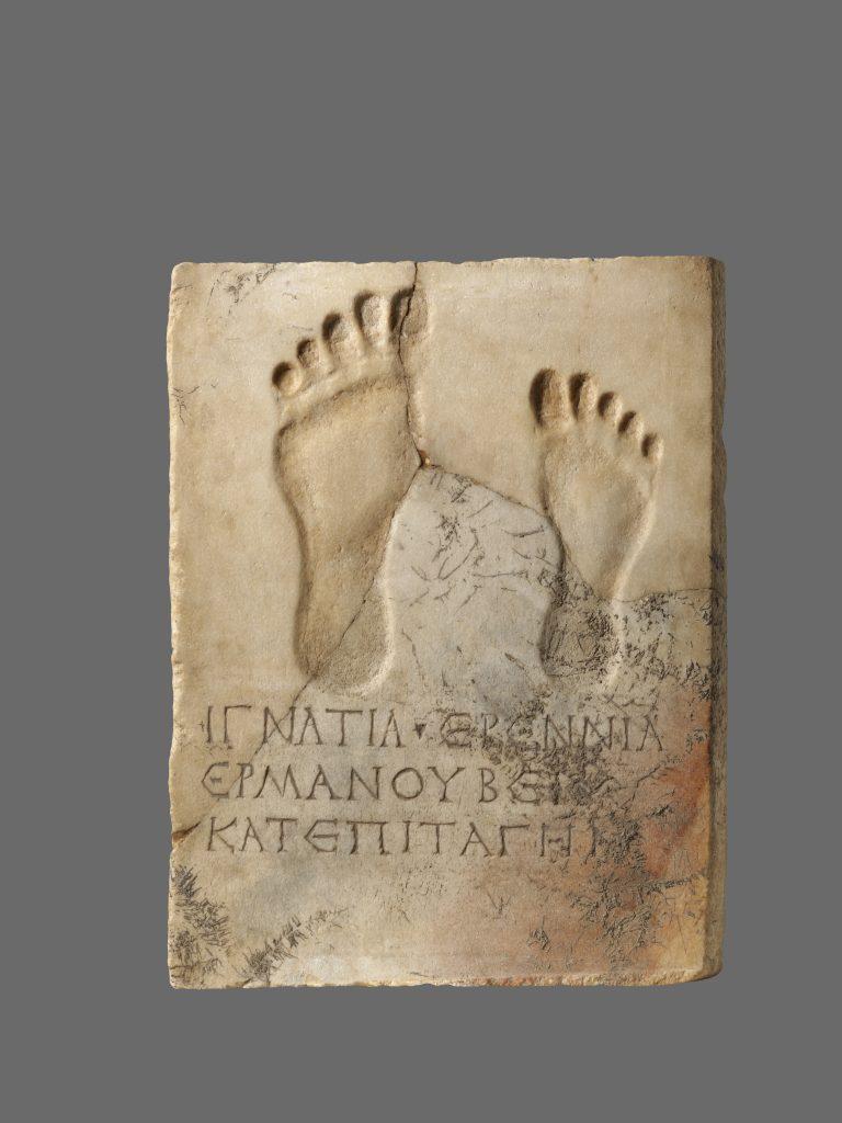SlabwiththeImprintofTwo Feet_419