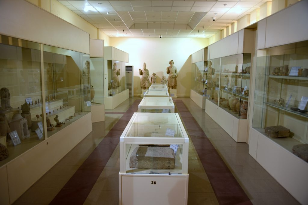 This is the second hall. It houses artifacts from the Middle and Neo-Assyrian periods, Hurrian/Urartian periods, Seleucid period, and Hatra. The third hall, which is not shown, has artifacts from the Sassanian and Islamic/Abbasid periods. Photo © Osama S. M. Amin.