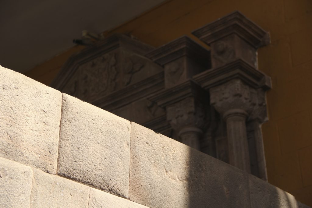 Inca and colonial architecture side-by-side in Qurikancha. Photo © Caroline Cervera. Inca architecture