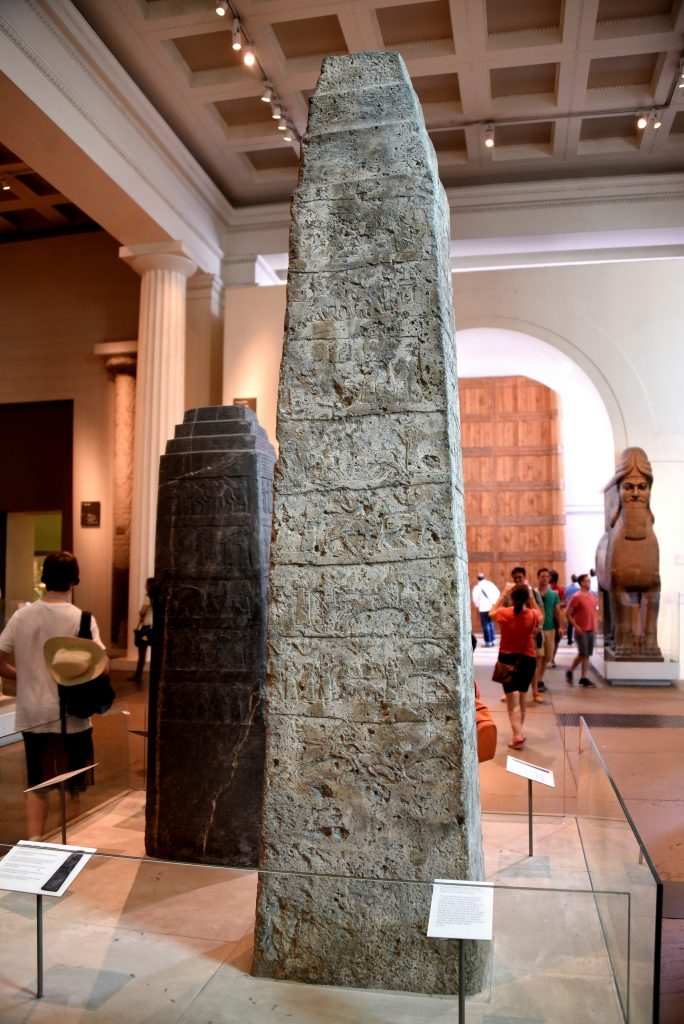 The White Obelisk of Ashurnasirpal I. This is side A. Behind it and to the left is the Black Obelisk of Shalmaneser III. On the background and to the right, a Lamassu from the North-West Palace of Ashunasirpal and a reconstructed Balawat Gat also appear. Assyrian, probably about 1050 BCE. From Mesopotamia, Nineveh (modern-day Mosul Governorate, Iraq), between the palace of Sennacherib and the Ishtar temple. The British Museum, London. Photo © Osama S. M. Amin.